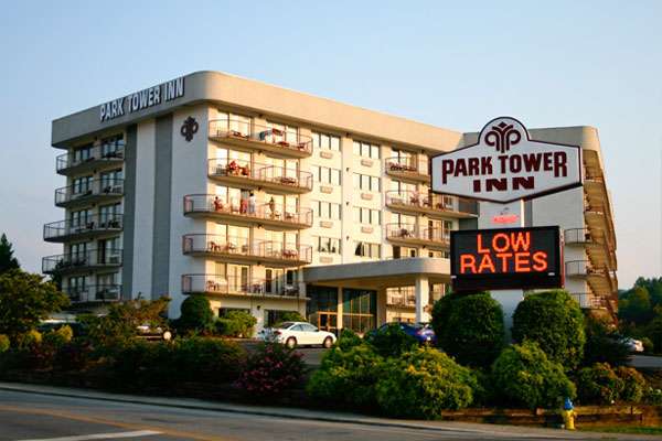 View of the main building and entrance to the Park Tower Inn Pigeon Forge