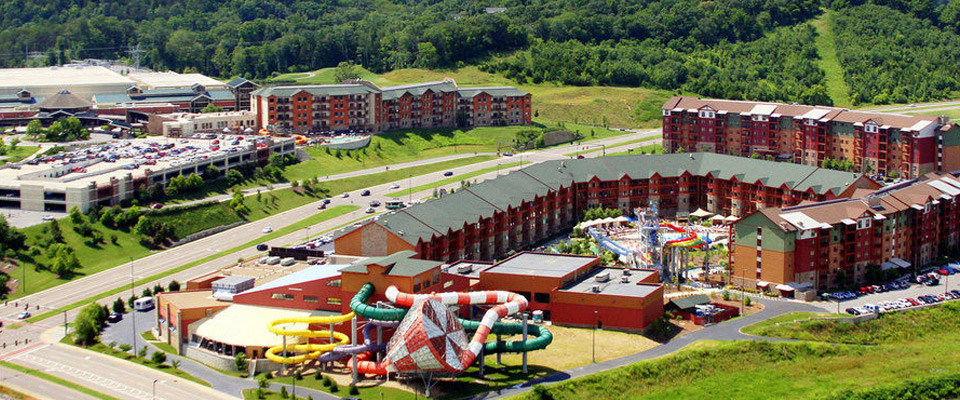 Top view of the Wilderness at the Smokies with view of rooms and outdoor water park 960