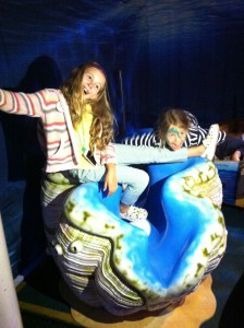 kids play on giant clam