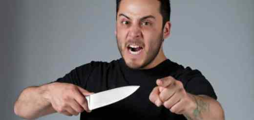 Aggressive body language (even if you ignore the knife)