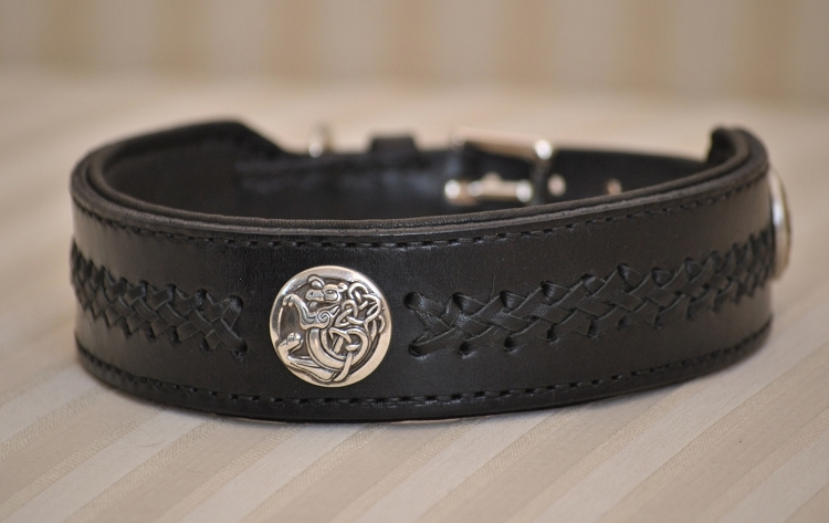 Giveaway: Leather collar from Euro Dog Designs (3/5)