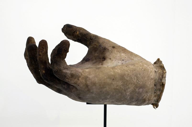 Maarten-Vanden-Eynde-The-Invisible-Hand-Art-Brussels