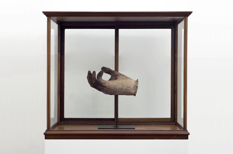 Maarten-Vanden-Eynde-The-Invisible-Hand-Art-Brussels2