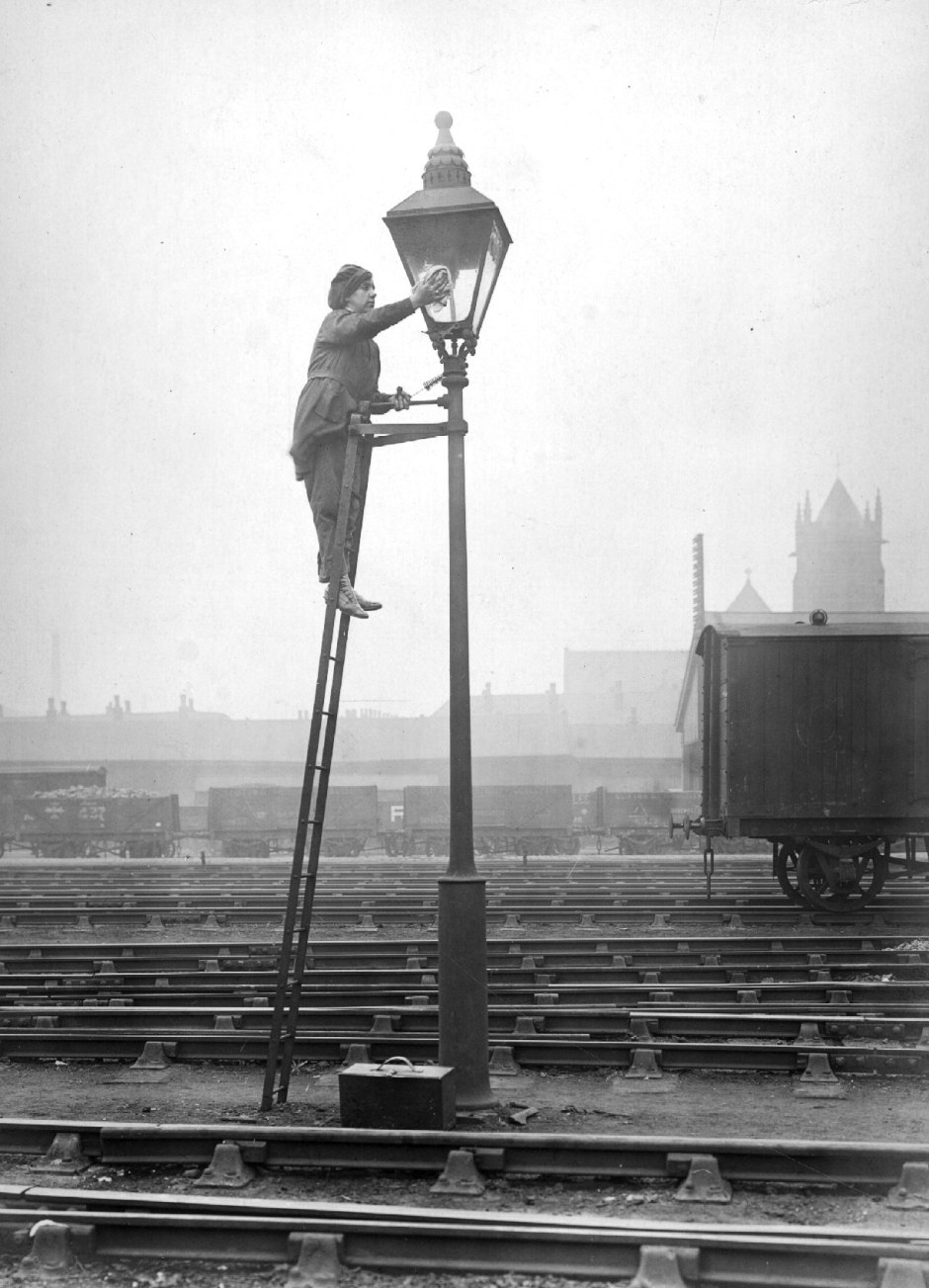 Cleaner, Lancashire and Yorkshire Railway Company, 1914-1918. Courtesy of Manchester Libraries, Information and Archives, Manchester City Council