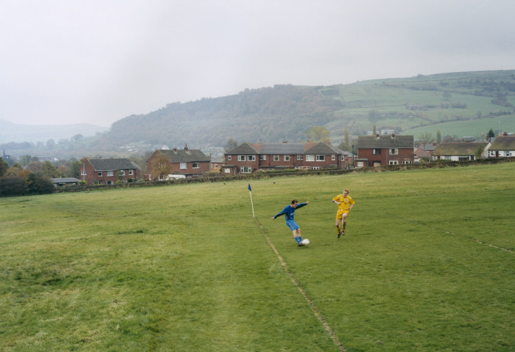 Engeland, Mytholmroyd, 30–10–2004 Calder 76 res - Pellon United: 4–3, Halifax & District Association Invitation Cup. Amateurvoetbal. Uit boek: European Fields / Europese Velden, nr. 29. Foto: Hans van der Meer/Hollandse Hoogte