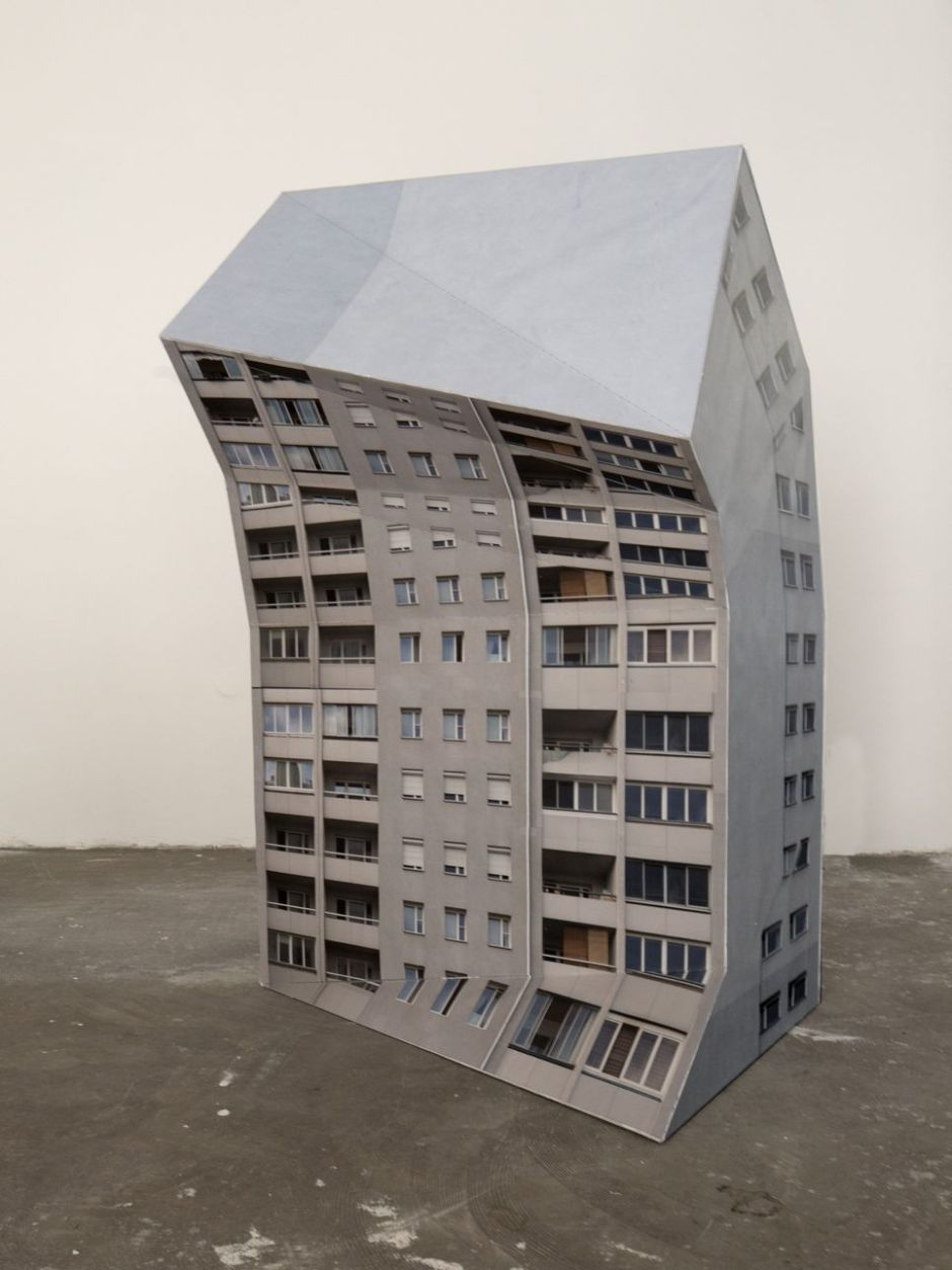 Bernd Oppl crooked building_2015_Holz_Pigmentprint_Buettenpapier_40_135_70cm_small