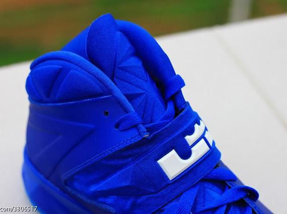 Nike-Zoom-Soldier-7-(VII)-Game-Royal-Blue-Glow-12