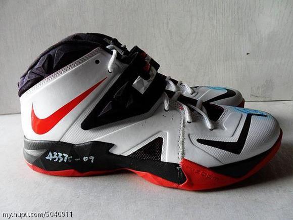 Nike-Zoom-Soldier-VII-(7)-Wear-Test-Sample-Detailed-Look-3