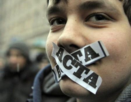 México firma ACTA mientras la Unión Europea rechaza dicho tratado