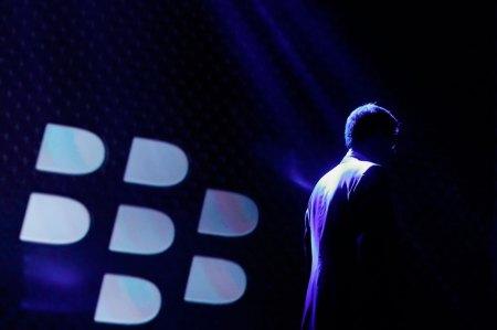 Acciones de BlackBerry suben mas de 6% en la bolsa gracias a la venta de WhatsApp