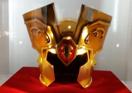 La exhibición de las armaduras de Los Caballeros del Zodiaco suma una nueva pieza