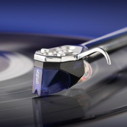 Ortofon 2M Blue turntable