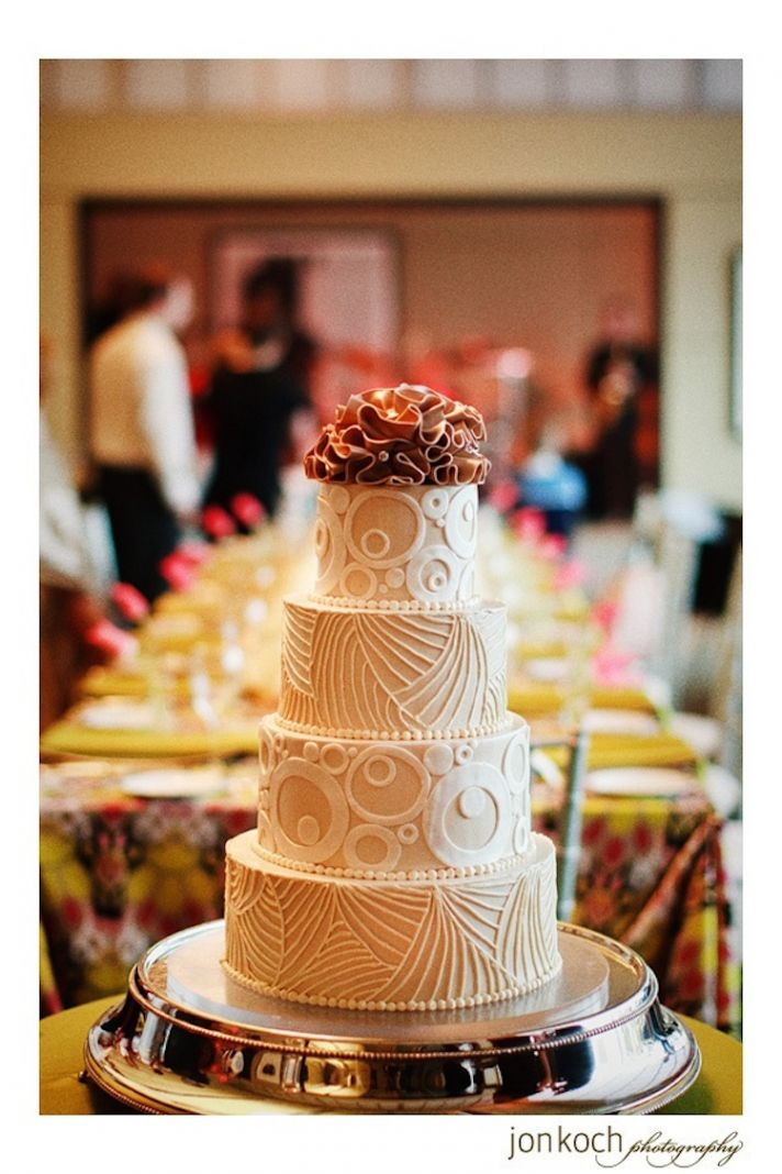 Cool Designs on a Contemporary Wedding Cake