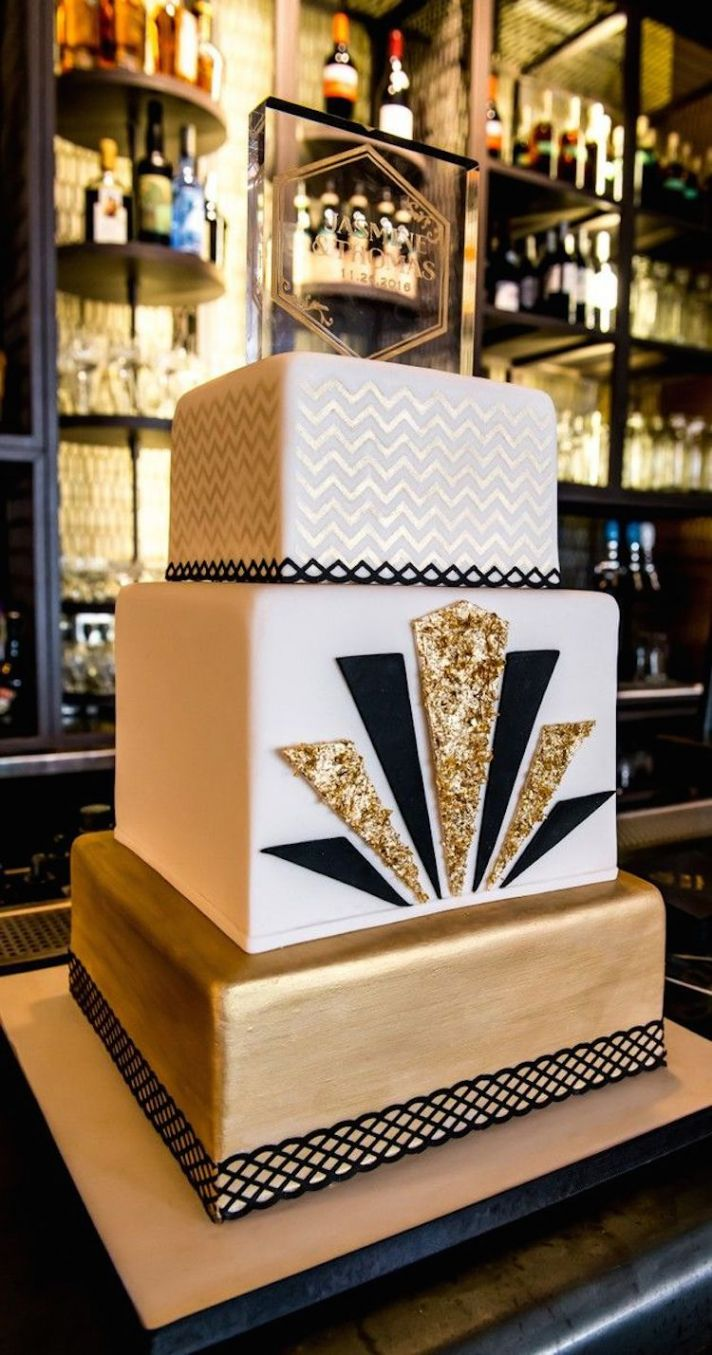Modern Black and Gold Cake