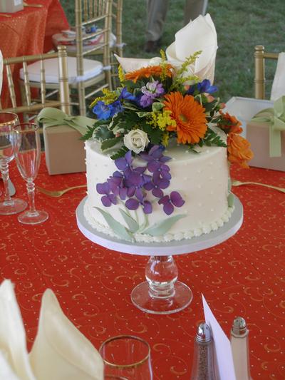 Centerpice Wedding Cake