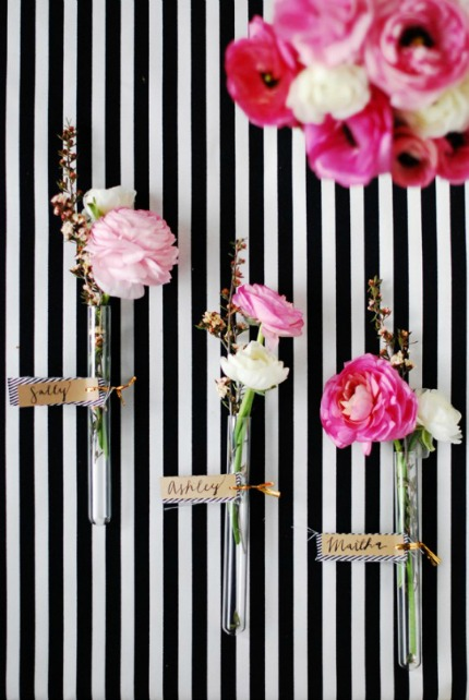 DIY Glass Vial Floral Place Cards via The Proper Pinwheel
