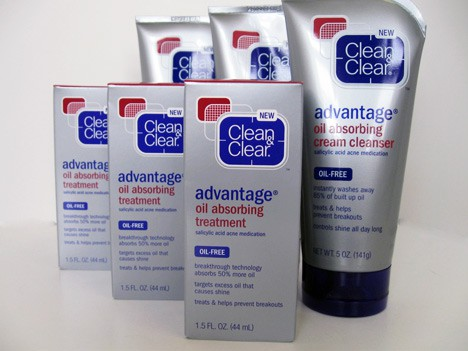 CleanandClear1012A Clean & Clear Advantage Oil Absorbing Collection Review