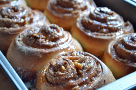 Giant Cinn Buns 2 Giant Cinnamon Rolls Recipe