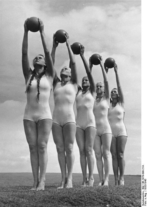 1930s beachwear