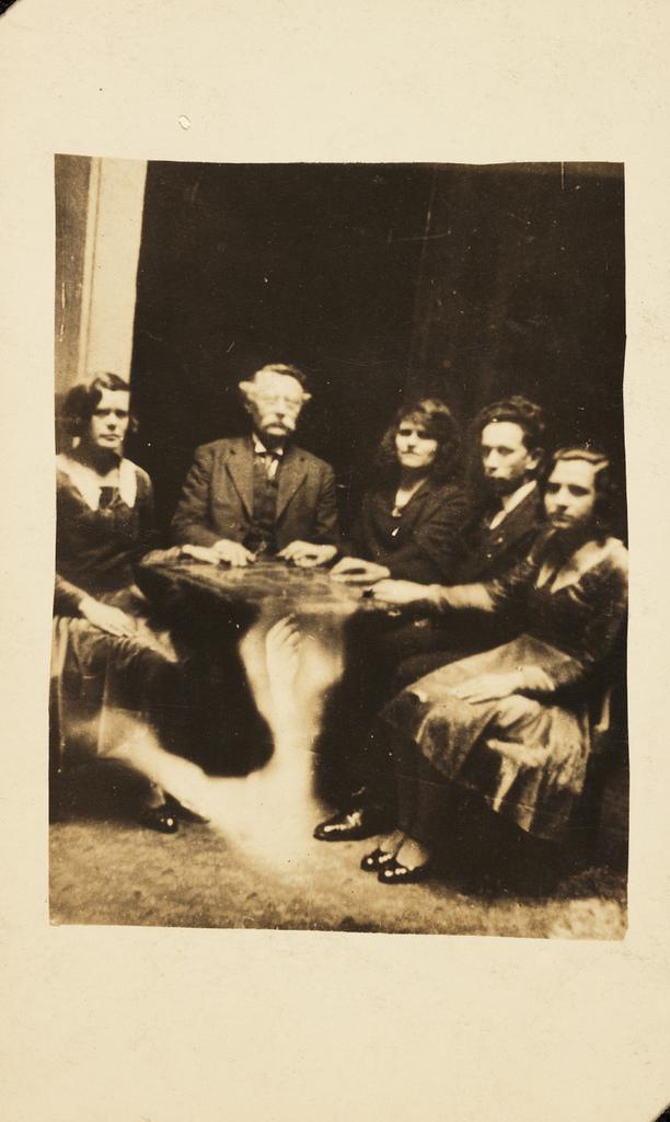 Vintage seance photo