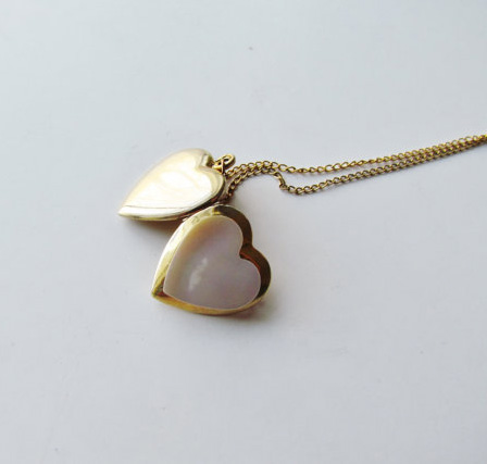 Vintage Heart Locket With Mother Of Pearl c.1940s