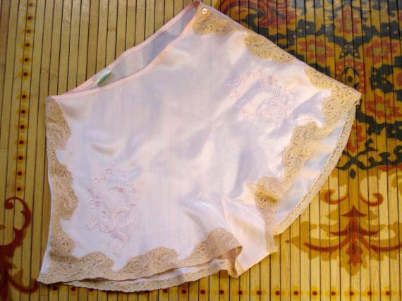 Vintage 1930s Tap Pants Peach Silk Panties