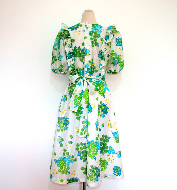 1970s floral vintage day dress
