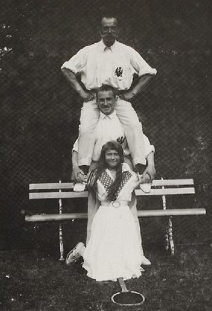Anastasia Nikolaevna with her father Nicolas II and an officer, 1914