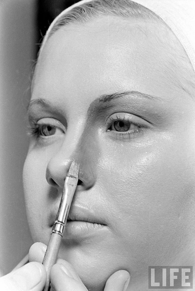 An Original 1940s Make-Up Tutorial