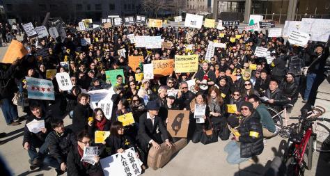 三百台僑在芝加哥遊行抗議