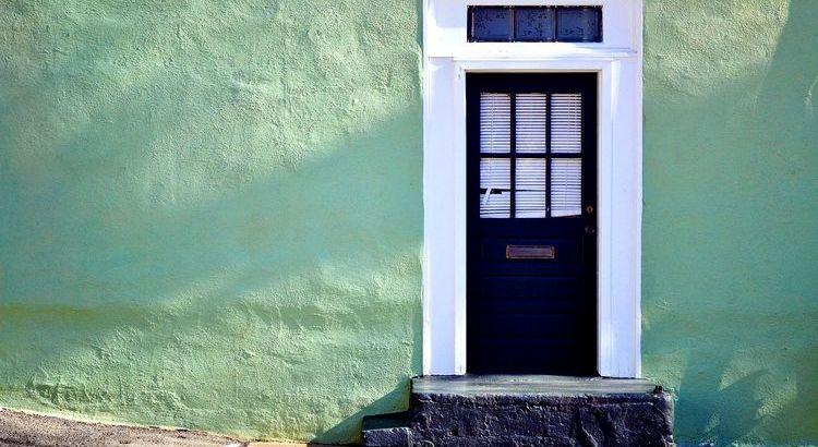 Wenn sich eine Tür schließt, öffnet sich eine andere; aber wir sehen meist so lange mit Bedauern auf die geschlossene Tür, dass wir die, die sich für uns geöffnet hat, nicht sehen. Alexander Graham Bell
