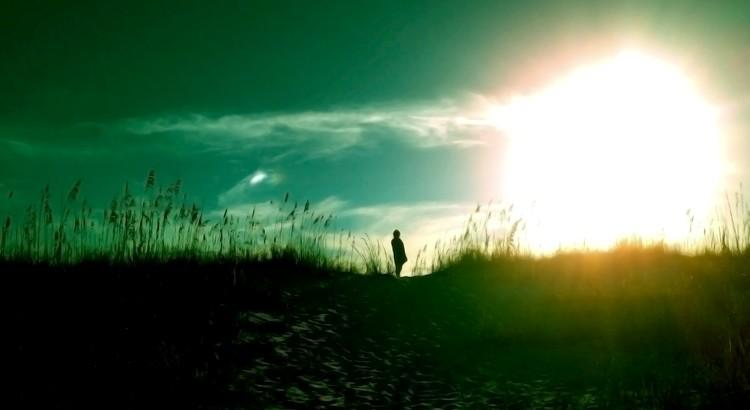Der Moment, in dem du aufhörst dir Gedanken darüber zu machen, was andere von dir halten und du anfängst, so zu leben wie du es möchtest, ist der Moment in dem du endlich frei bist. - Unbekannt