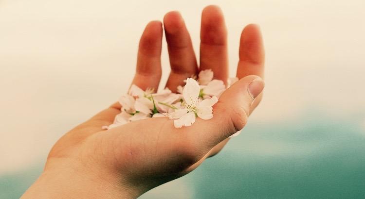 Ein wahrer Freund ist der, der Deine Hand nimmt, aber Dein Herz berührt. - Gabriel Garcia Marquez