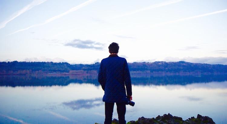 Deine Zeit ist begrenzt und deshalb solltest du sie nicht darauf verschwenden, das Leben eines anderen zu leben. Lass dich nicht von einem Dogma festhalten – mit den Ergebnissen Gedanken anderer leben zu müssen. Lass nicht den Lärm anderer Meinung deine innere Stimme verstummen. Und vor allem, hab den Mut deinem Herzen und deiner Intuition zu folgen. Die wissen nämlich irgendwie bereits, was du tatsächlich werden willst. Alles andere ist zweitrangig.- Steve Jobs