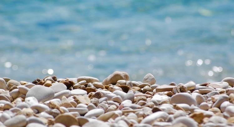 Mancher Stein, den uns das Leben in den Weg legt,entpuppt sich beim Zupacken als Juwel. - KarlHeinz Karius