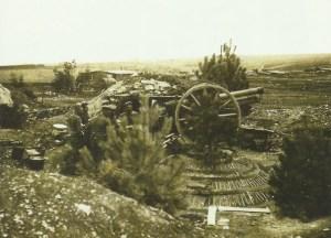 Feuerstellung einer 7,7-cm-Feldkanone 96