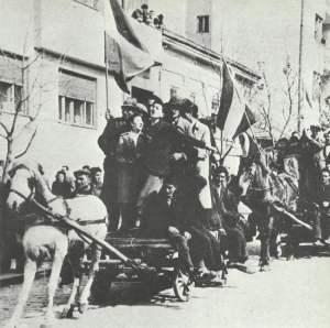 Serben feiern in Belgrad den Sturz der Regierung