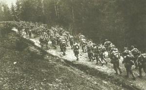 Rumänische Soldaten marschieren in Transsilvanien ein