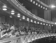 PHOTO - CHICAGO - CIVIC OPERA HOUSE - INTERIOR - CROWD - 1960