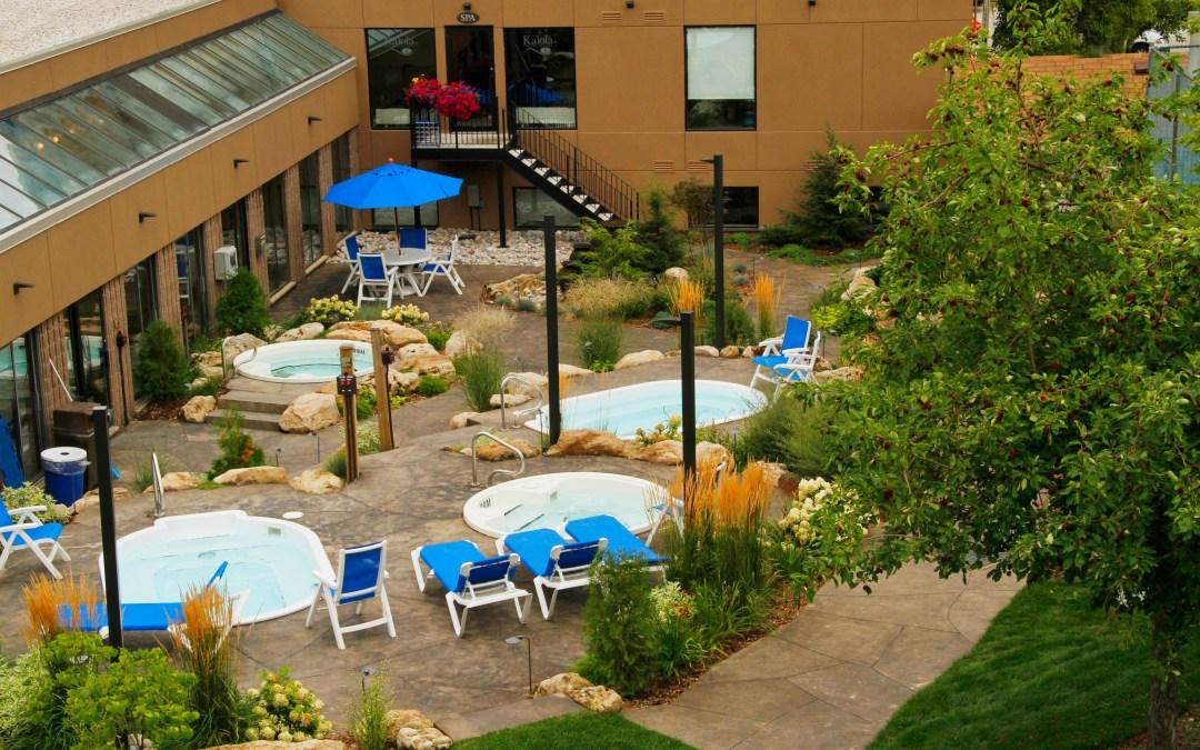 Blue Mountain Inn: courtyard