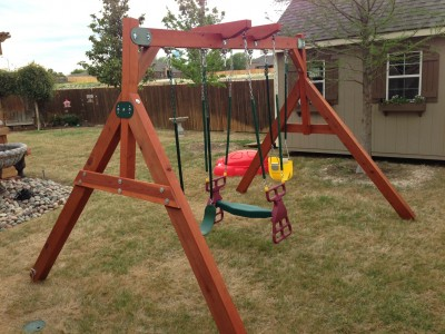 Swing set for small yards wooden swing set for any for Small wooden swing sets