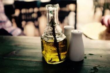 Olivenöl mit Rosmarin, Jordanien