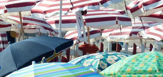 parasols-186422_1280