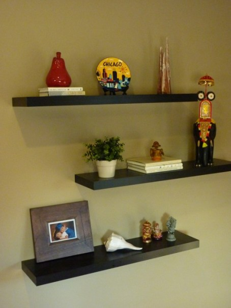 decorating book shelves, floating shelves arrangement ideas