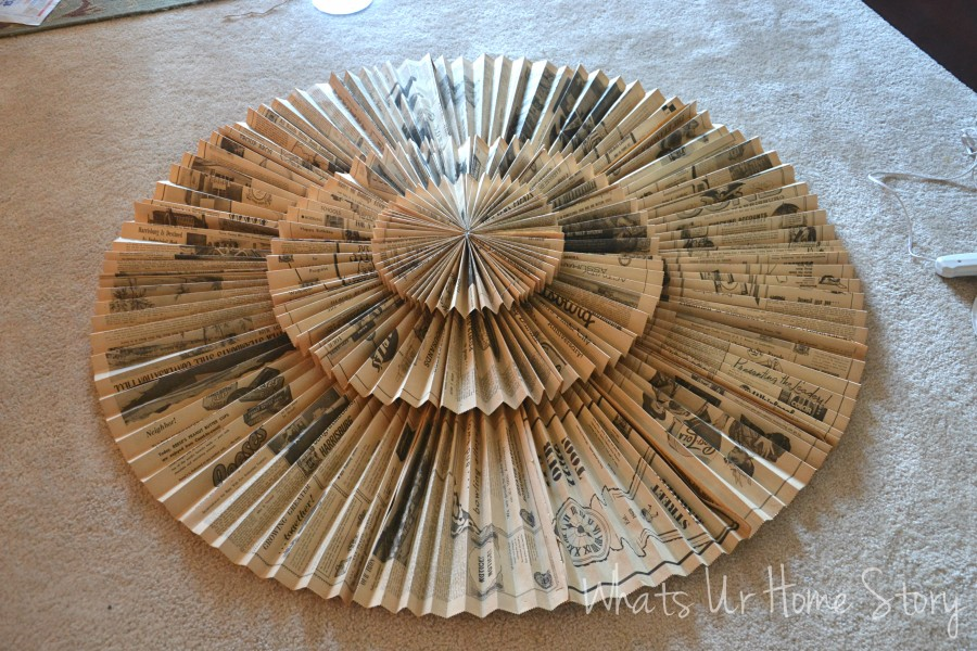 Whats Ur Home Story: Vintage newspaper medallion  tutorial, paper fan medupcycled newspaper wreathallion tutorial, DIY paper accordion wall hanging ,