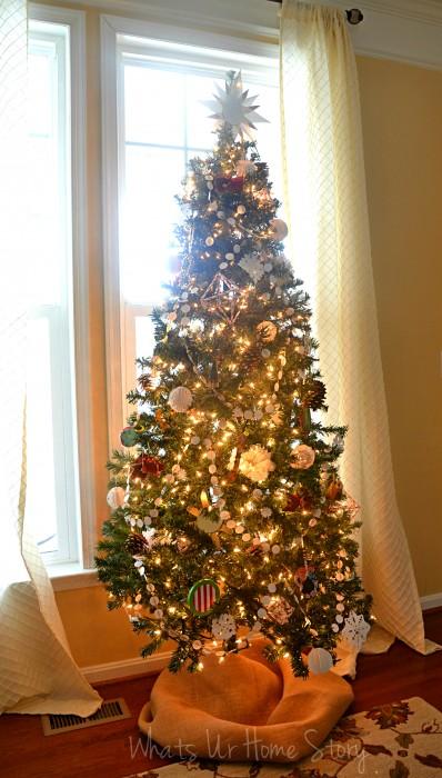 Whats Ur Home Story: handmade Christmas decorations, simple Christmas tree, natural decor Christmas, white and red Christmas tree,handmade ornaments Christmas tree