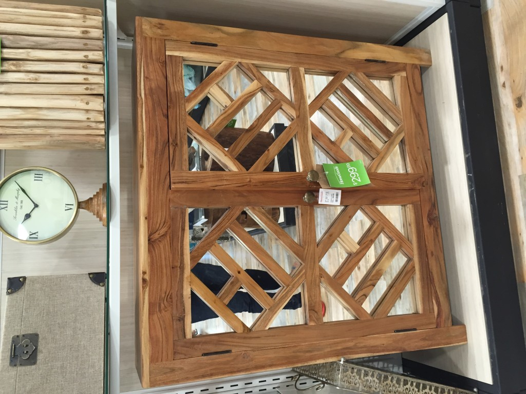 geometric pattern mirrored entry table