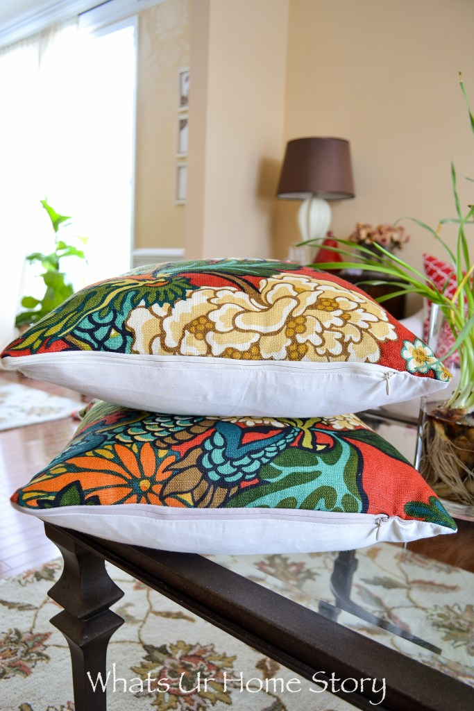 I'll never make a pillow cover any other way! These invisible zippers look so prefessional. Tutorial on how to make a pillow with inivisible zipper