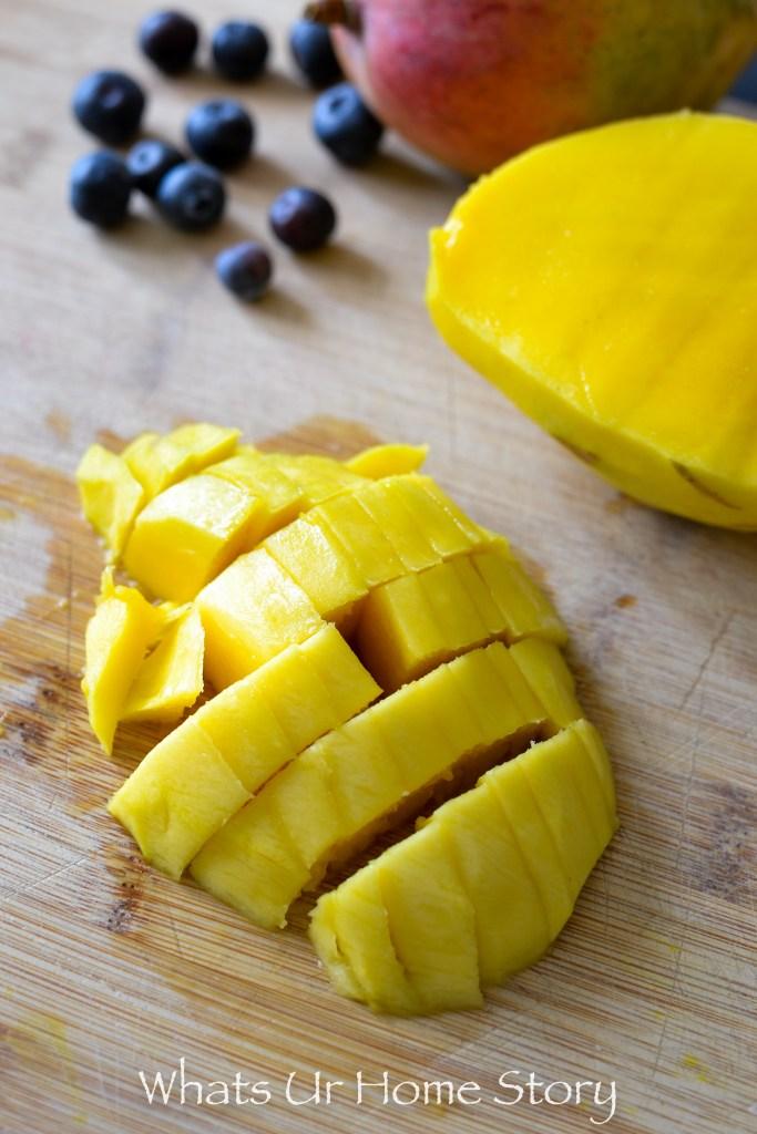 Make this refreshing and simple yogurt parfait for breakfast -Blueberry Mango Parfait