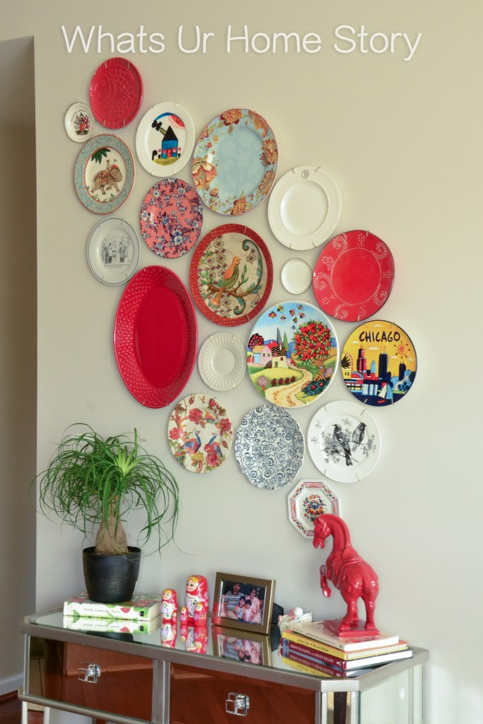 Plate wall with red accent colors, ponytail palm